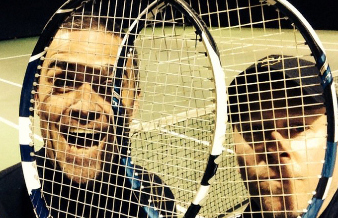 Quand Robbie Williams donne des cours de tennis!